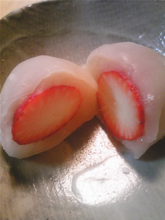 白餡の苺大福